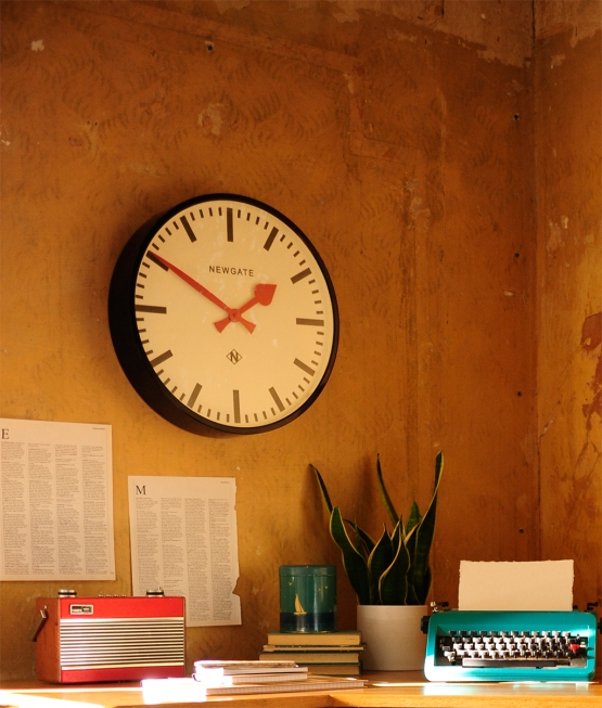 Clocks, office, Newgate, plant, typewriter, vintage roberts radio