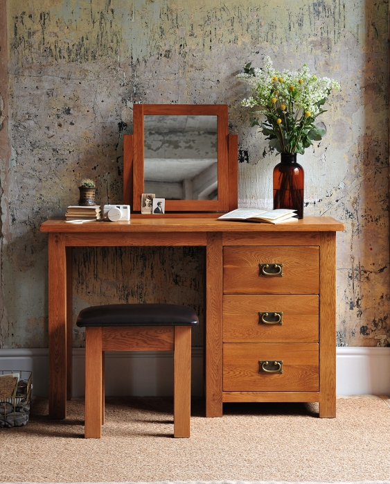 Oak bedroom furniture, rustic, painted wall, flowers, dressing table with mirror