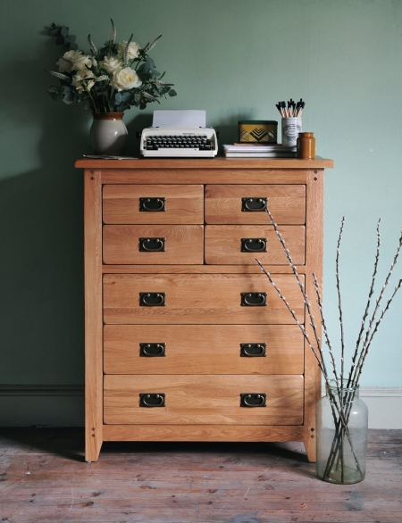 Oak Chest of drawers, seven drawers, bedroom, bedroom furniture, dream bedroom, books, roses,green walls, slim chest of drawersr