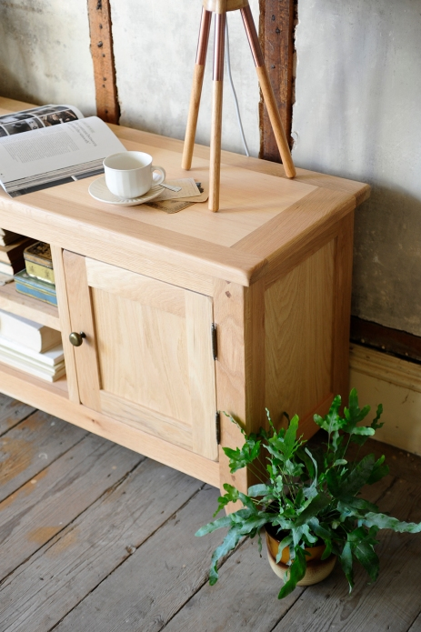 Rabits foot fern, natural oak, bookazine, books, tv unit, wooden floor