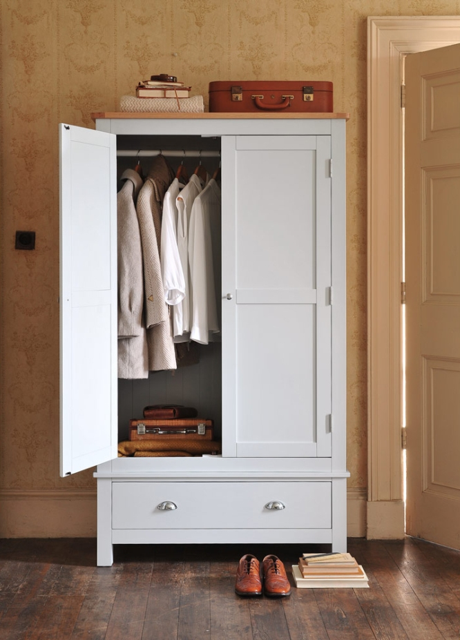 Getting organised, selling your home, wardrobe, clothes, vintage wallpaper