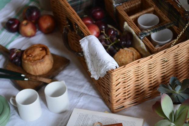Picnic, Picnic basket, picnic pie, fruit, summer