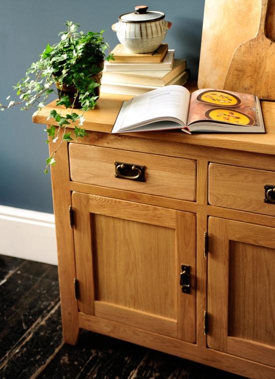 Oak sideboard, kitchen, dream kitchen, country kitchen, making soup, freestanding kitchen furniture