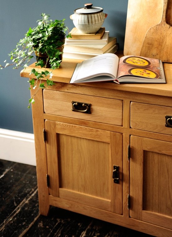Oak sideboard, kitchen, dream kitchen, country kitchen, making soup, freestanding kitchen furniture