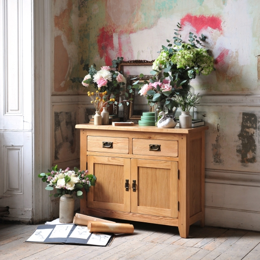 Rustic Oak, FLowers, Lots of Flowers, Abundance, Oak furniture, Coloured Walls