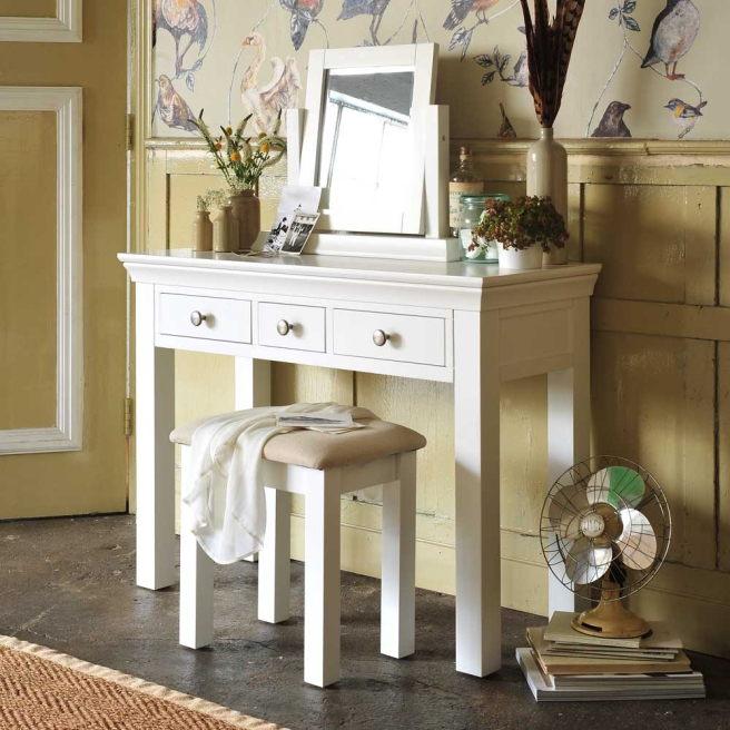 White dressing table, dressing table set, bird walpaper,