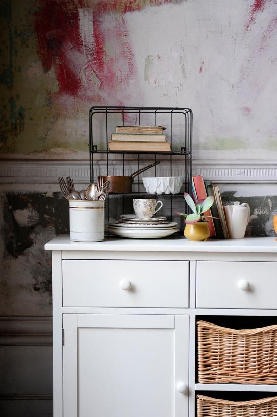 White sideboard, white dining furniture, kitchen