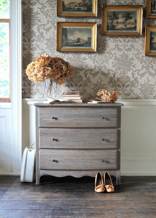 Dried flowers, dried hydrangeas, vintage bedroom