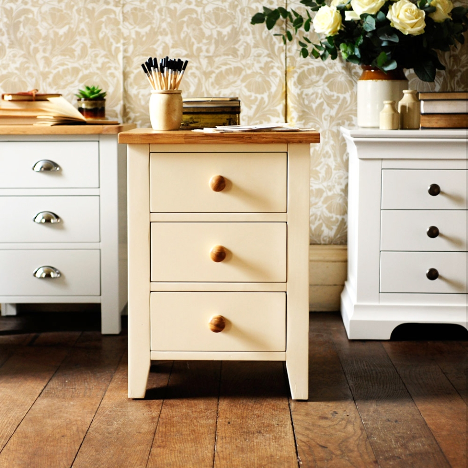 cream-bedside-table-cream-bedroom-furniture-bedside-storage