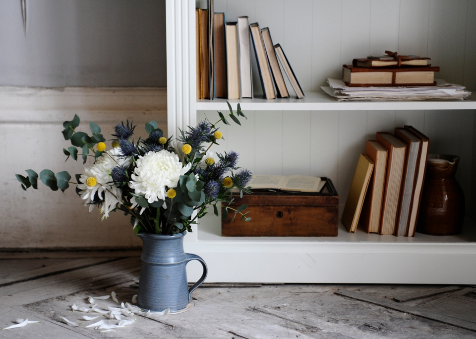 flowers-book-case-vintage-books-bookcase-beauty-vintage-home